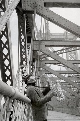Sonny-Rollins-on-Williamsburg-Bridge